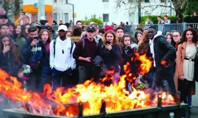 فرنسا: سبت استثنائي .. و«السترات الصفراء» تحذر من «حرب أهلية»