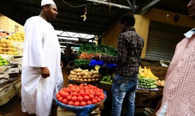 التضخم والدولار يقيدانه.. اقتصاد السودان لا يزال تحت الصدمة