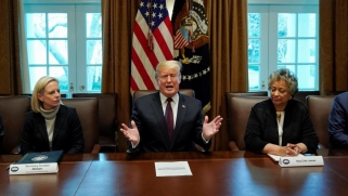 ترامب يشيد بتقدم المفاوضات مع طالبان