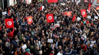 منهكة بالتحديات.. ثورة تونس تطوي عامها الثامن