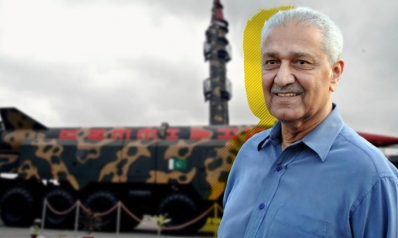 أبو القنبلة النووية الباكستانية.. ماذا تعرف عن عبد القدير خان؟