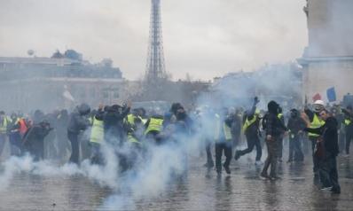 """صدامات ودعوات لاستقالة ماكرون بمظاهرات """"السترات الصفراء"""" بفرنسا"""