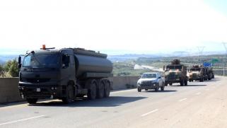 تركيا تسير أولى دورياتها بإدلب وتطالب روسيا بوقف هجمات النظام