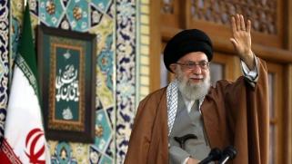 خامنئي يرسم صورة معتمة لحال الاقتصاد الإيراني