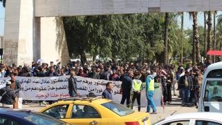 مئات المفصولين من الأجهزة الأمنية يواصلون احتجاجاتهم ببغداد