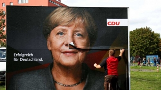ألمانيا تطوي صفحة أنجيلا ميركل في عرض مسرحي