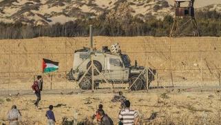 حجز أموال الفلسطينيين… من يتراجع أولاً؟