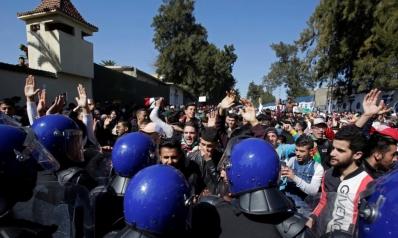 بعد الطلبة.. العمال والمحامون يرفضون ترشح بوتفليقة لولاية خامسة