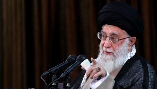 خامنئي يتعهد بمواصلة تطوير برنامج إيران الصاروخي