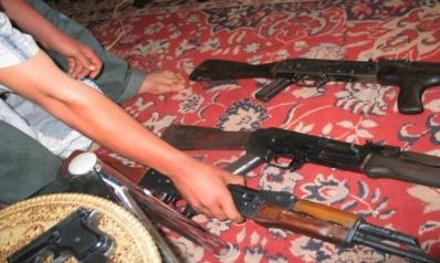 """تجارة السلاح بالمدن العراقية… تركة """"داعش"""" وغنائم المليشيات"""