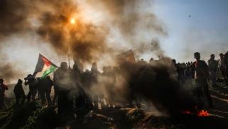 مسيرات العودة.. شهيدان وعشرات الجرحى برصاص الاحتلال بغزة