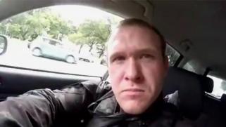 في بث حي وبدم بارد.. قاتل يمطر المصلين بالرصاص بمسجد النور في نيوزيلندا