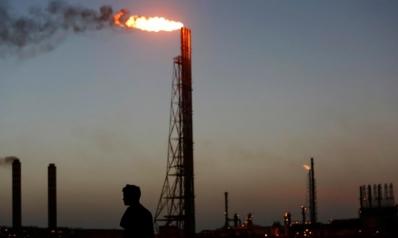 لعنة النفط الثلاثية.. اقتصاد متعثر وفساد سياسي ومستقبل غامض