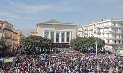 الجزائر: الرئيس يريد تغيير النظام!