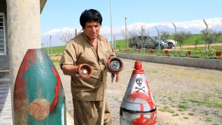 عراقي يكرس حياته لإزالة الألغام الحدودية