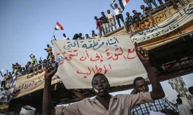 """""""العسكري"""" السوداني.. بين جزرة أمريكية وعصا أوروبية- أفريقية"""