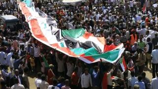 """السودان.. طوفان بشري في الخرطوم مطلبه """"السلطة المدنية"""""""