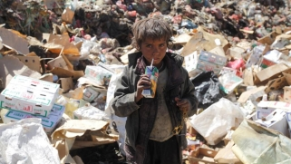 اليمن.. عندما تكون مخيرا بين الموت جوعا أو الموت بالكوليرا