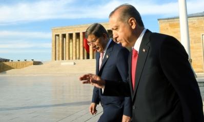 صدمة الانتخابات تدفع بداود أوغلو إلى التمرد على أردوغان