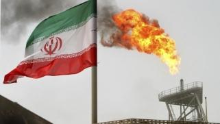إيران تعد بإجراءات لمواجهة تحركات واشنطن لوقف صادراتها النفطية