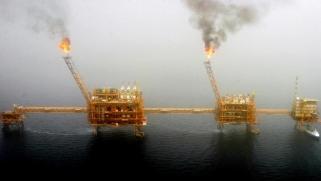 غولدمان: إنهاء إعفاءات عقوبات نفط إيران سيكون محدود الأثر