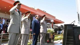 بعد أيام من استقباله حفتر.. السيسي يزور قاعدة عسكرية قرب حدود ليبيا