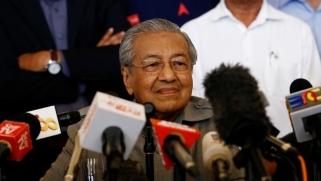 مهاتير يرفض تحذيرات أميركية ضد ماليزيا