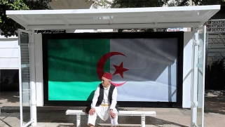 الجزائر: هل يمكن الخروج من عنق الزجاجة؟