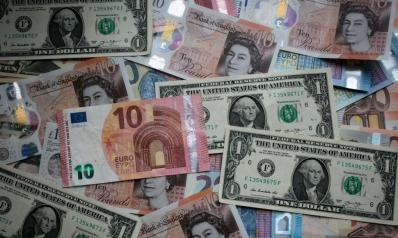 وسط ضبابية بأوروبا وآسيا.. الدولار عند أعلى مستوى في شهر