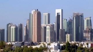 فيتش: تراجع أسعار العقارات يهدد النظام المصرفي القطري