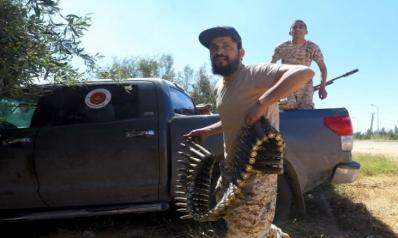 مع جمود الموقف العسكري.. الحرب في ليبيا تتجه إلى الساحة المالية
