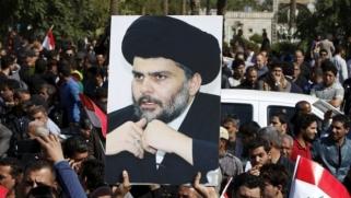 محتجون من أنصار الصدر يحثون بغداد على النأي بنفسها عن المواجهة بين أمريكا وإيران