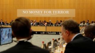 من يسعى لدرء العقوبات الدولية عن إرهابيين كويتيين