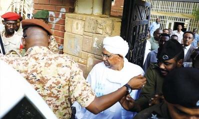 البشير أمام النيابة… و«حميدتي»: لولايَ لانتهى السودان… وسأشنق من أخطأوا في فض الاعتصام