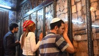 يهود جربة يستيقظون على أذان المسلمين لأداء صلاة الصبح