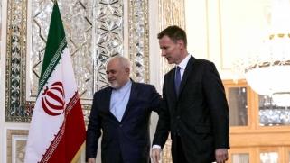 بريطانيا تتخلى عن دورها المتردّد حيال تعنت إيران