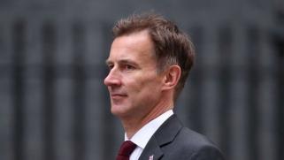 سفير بريطانيا يعرّي التضليل الإيراني بشأن أكاذيب استدعاءهش