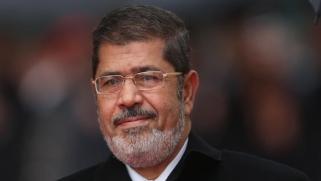 لهذا يطالبون بالتحقيق.. تفاصيل الدقائق الأخيرة في حياة مرسي