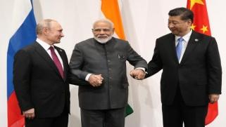 تحالف روسي صيني هندي يسعى لتقويض إمبراطورية المال الأميركية