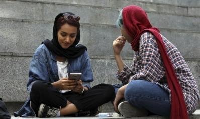 الإيرانيون يمارسون لعبة القط والفأر مع الرقابة