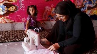 """أيزيديات حرمهن تنظيم """"الدولة"""" من أزواجهن يناضلن لتأمين لقمة العيش لأطفالهن"""