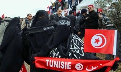 حظر النقاب شرارة أولى لمعارك الشاهد مع النهضة في تونس