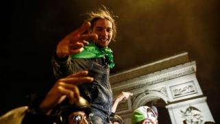 فرنسا: عشرات الموقوفين في أحداث شغب عقب تأهل الجزائر