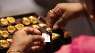 إقبال على الذهب رغم تضارب التوقعات