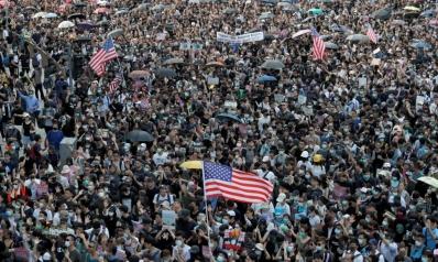 """محتجو هونغ كونغ يطلبون من أميركا """"تحرير"""" المدينة"""