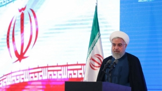 روحاني يهدد حليفه الأوروبي بتخلي إيران عن التزاماتها النووية