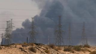 هجمات أرامكو.. ترامب يعد بالتدخل لضبط أسعار النفط والديمقراطيون يرفضون التحرك العسكري