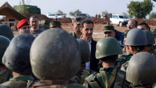 """الأسد على حدود إدلب يتحدى """"اللص"""" أردوغان"""