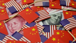 مخاوف الحرب التجارية تكبح نشاط الاندماج والاستحواذ عالميا