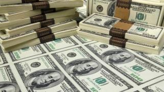 القلق من ركود الاقتصاد الأميركي يضغط على الدولار نزولاً